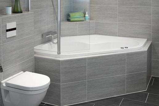 Een bad plaatsen in een kleine badkamer