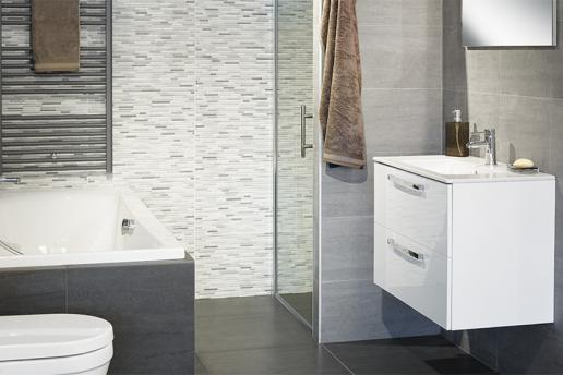 Badkamers met bad en douche
