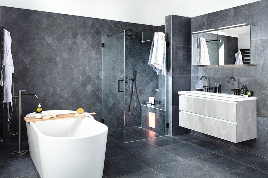 Zwarte badkamers: black is back!
