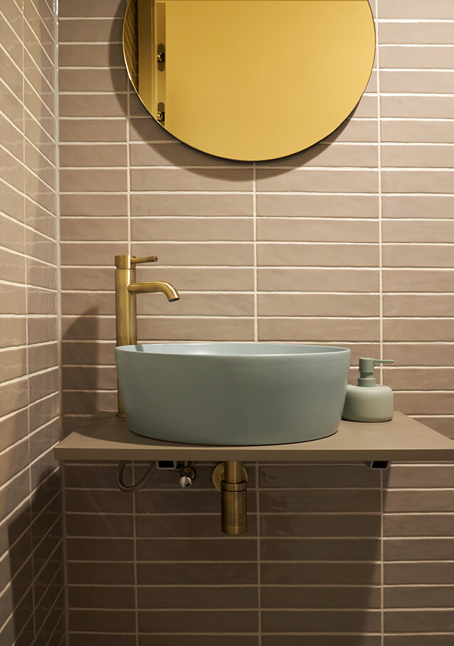 Gouden kraan toiletruimte
